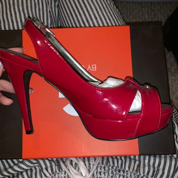 d564573ac0a Guess Red heels